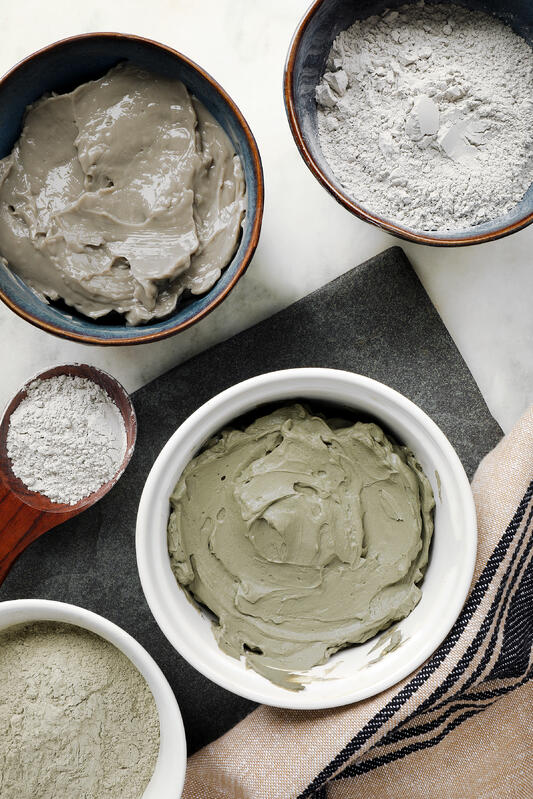 Bowls and spoons with wet and dry bentonite and French green clays.