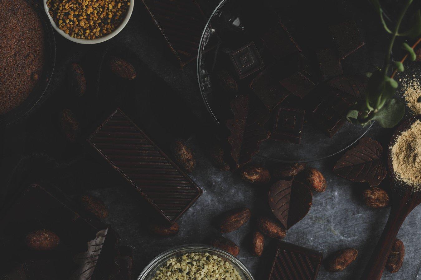 Chocolate bars with hemp seeds, bee pollen and maca powder