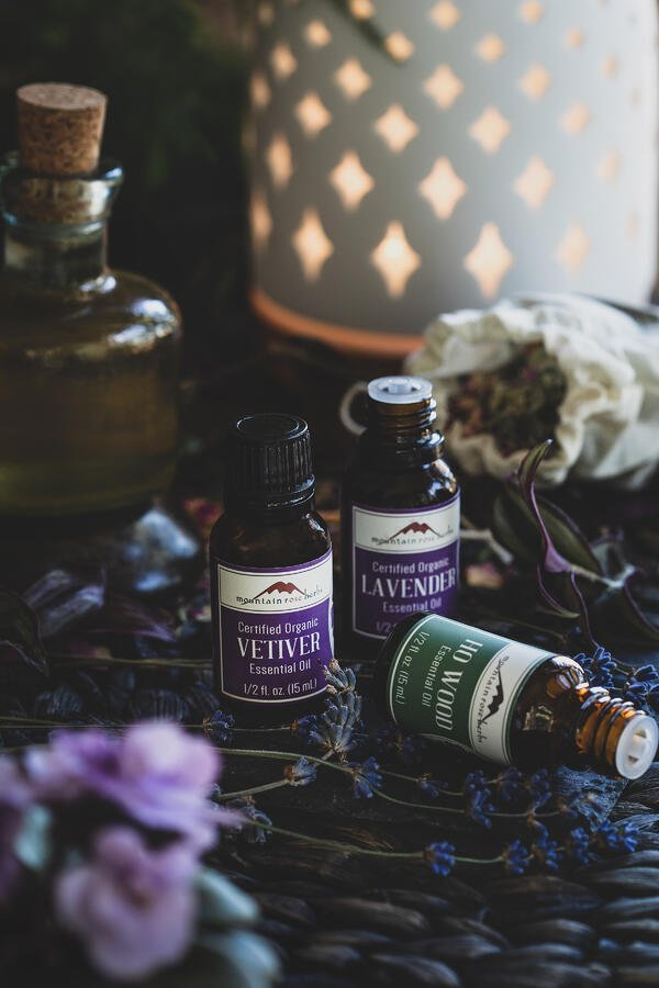 Ho Wood, Lavender and Vetiver essential oils next to a diffuser.