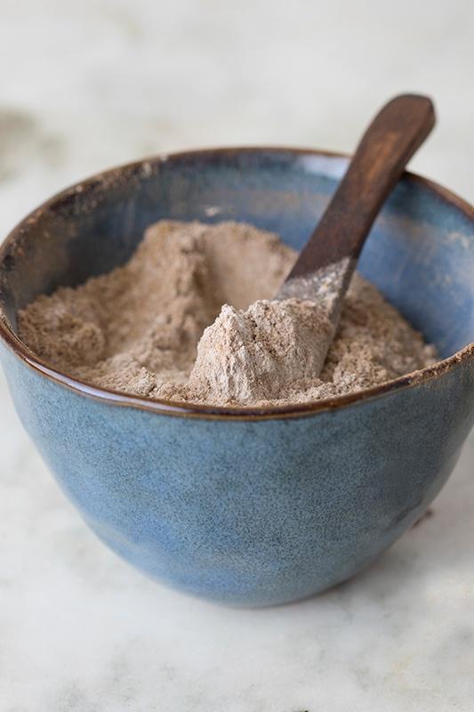 DIY: Herbal Dry Shampoo Powders