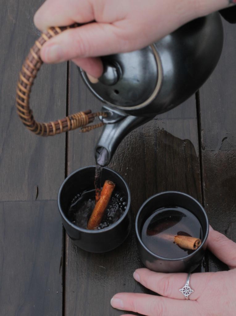 couring pouring cinnamon tea