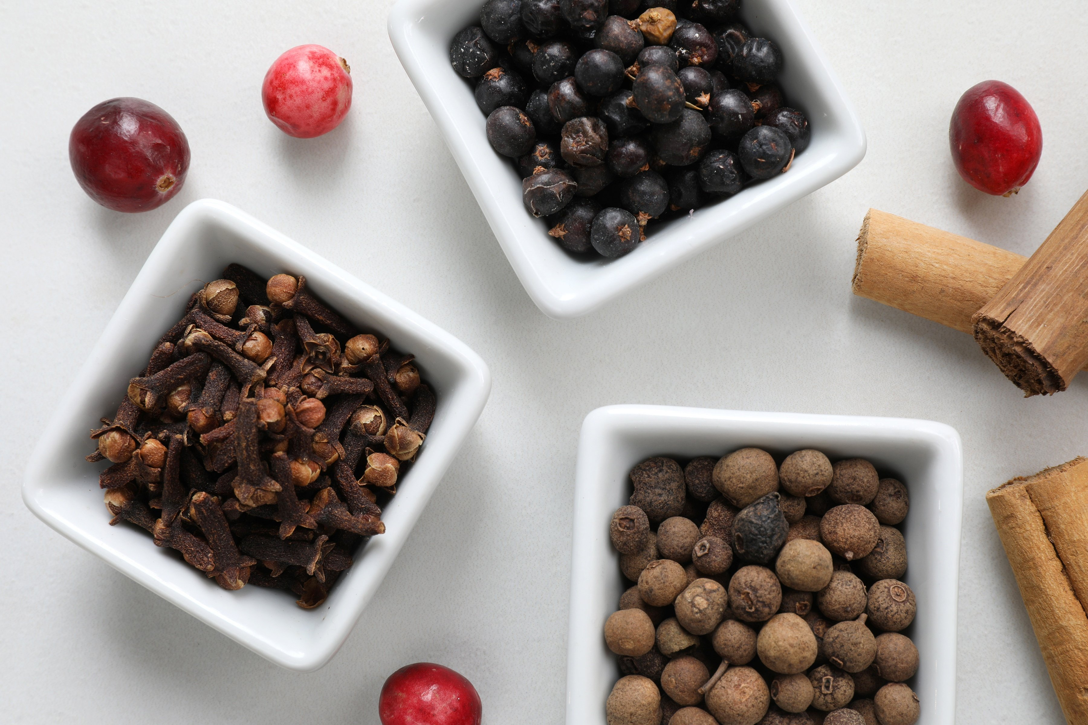 Ceramic bowls with whole clove and allspice for making pickled crannberries