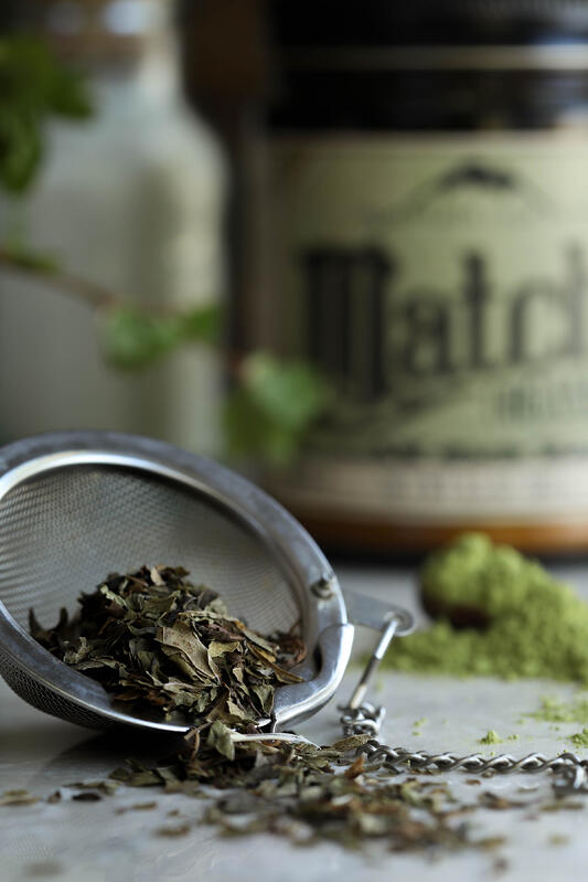 Mint tea herbal tea blend is blended from organic peppermint and spearmint and makes a great ingredient when recipes call for a minty flavor. Paired with organic ceremonial grade matcha tea, they make great sweet flavors for desserts.