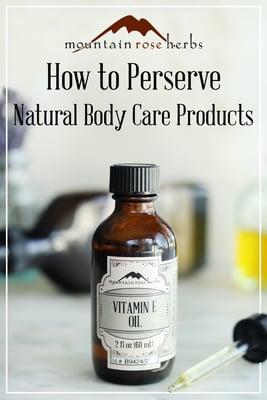 Enlace de Pinterest a Mountain Rose Herbs. Botella de aceite de vitamina e y un tapón cuentagotas utilizado para conservar productos naturales de cuidado de la piel DIY.
