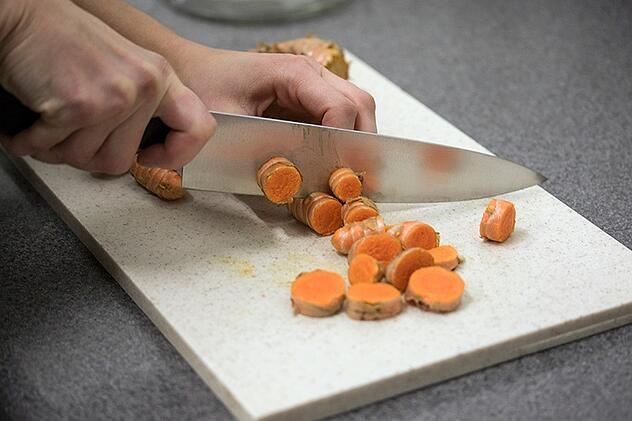 Chopping fresh turmeric for quality control