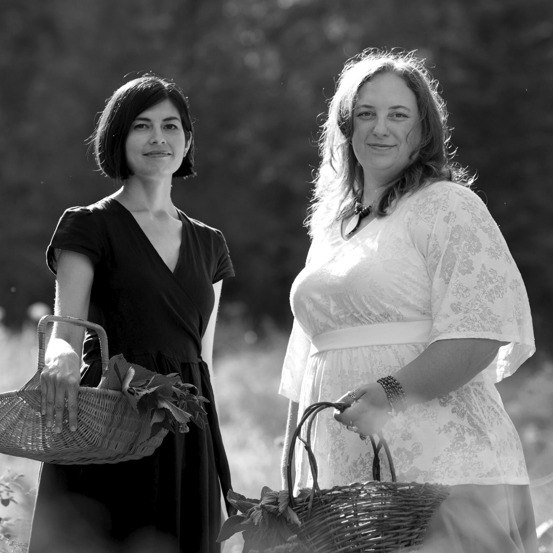 Emily Han & Rosalee de la Forêt